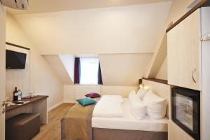 A bed or beds in a room at Hotel Elch Boutique