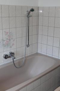 Ein Badezimmer in der Unterkunft Weinbergschlößchen
