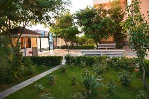 Сад в Отель Константин