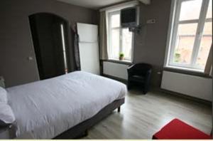 Een bed of bedden in een kamer bij The Pipers