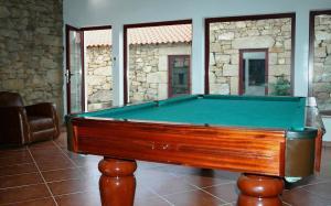 A pool table at Casa Dos Lagares De Vara E Pedra