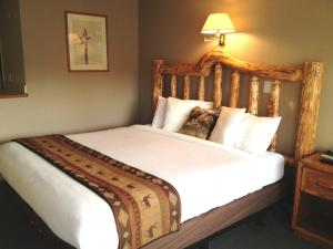 A bed or beds in a room at Sandman Motel