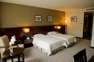A bed or beds in a room at Hotel Sixty3