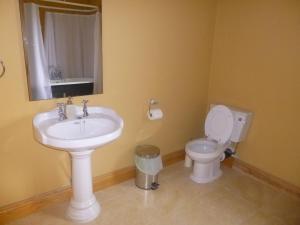 A bathroom at Tulloch