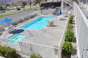Výhled na bazén z ubytování Motel 6-Twentynine Palms, CA nebo okolí