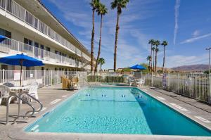 Bazén v ubytování Motel 6-Twentynine Palms, CA nebo v jeho okolí