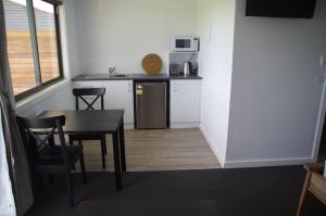 A kitchen or kitchenette at The View on Grossmans