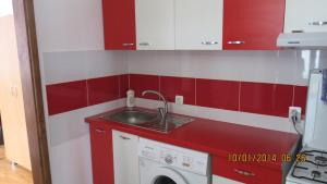 A kitchen or kitchenette at E&F ApartHotel