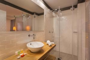Een badkamer bij Prima City Hotel
