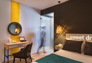 Een bed of bedden in een kamer bij Prima City Hotel