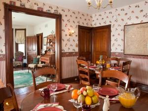 A restaurant or other place to eat at Brickhouse Inn B&B