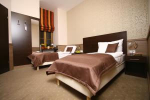 A bed or beds in a room at Central Hotel 21 and Apartments