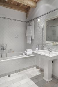 A bathroom at Powozownia Ciekocinko