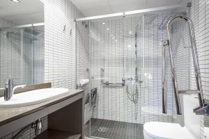 A bathroom at Hotel Laumon