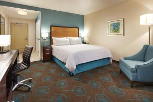 A bed or beds in a room at Hampton Inn San Diego Mission Valley