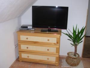 TV a/nebo společenská místnost v ubytování Apartmány MarAqua