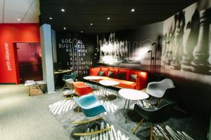 The lounge or bar area at ibis Alençon