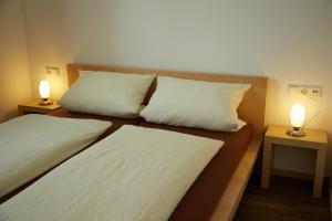 Ein Bett oder Betten in einem Zimmer der Unterkunft Business Homes - Das Apartment Hotel