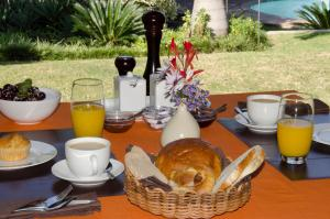 Breakfast options available to guests at Abangane Guest Lodge