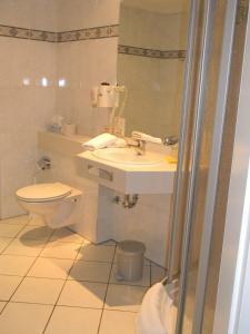 Ein Badezimmer in der Unterkunft Hotel Stadt Norderstedt