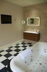 A bathroom at The Oaksmere Hotel