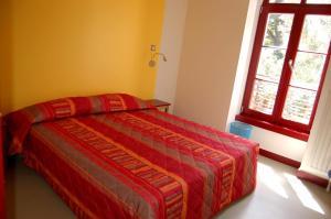 A bed or beds in a room at La Brise de Mer