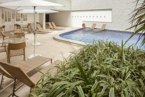 The swimming pool at or close to Internacional Palace Hotel