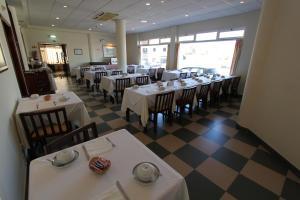 Um restaurante ou outro lugar para comer em Hotel Sao Lourenco