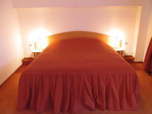 Un pat sau paturi într-o cameră la Pensiunea Atlantis
