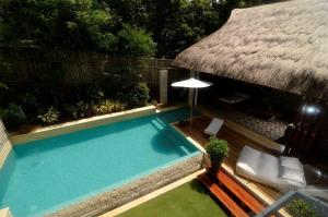 A view of the pool at Villa Ananda or nearby