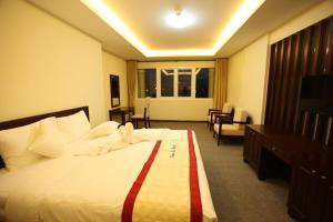 Giường trong phòng chung tại Tien Sa Hotel