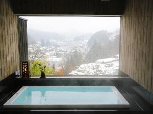 สระว่ายน้ำที่อยู่ใกล้ ๆ หรือใน Takayama Kanko Hotel