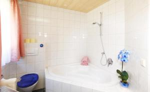 A bathroom at Haus Berthold