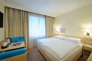 Ein Bett oder Betten in einem Zimmer der Unterkunft Hotel Scherer