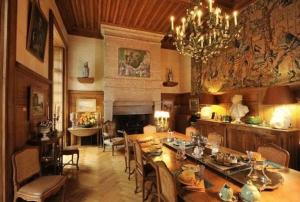 A restaurant or other place to eat at Château De Vollore