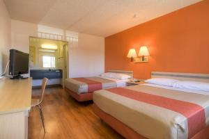 A bed or beds in a room at Motel 6-Las Vegas, NV - Boulder Hwy