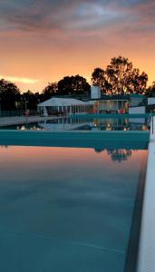 Soluppgång eller solnedgång från hotellet