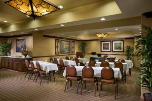 A restaurant or other place to eat at Ayres Hotel Redlands