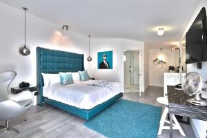 A bed or beds in a room at The Palm Springs Hotel