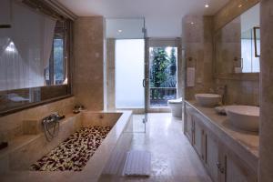 A bathroom at Wapa di Ume Ubud