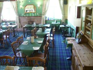 A restaurant or other place to eat at Ben More Lodge