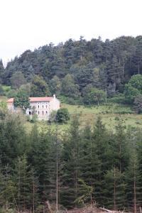 Vue panoramique sur l'établissement Eco-gîte rural le charbonnier
