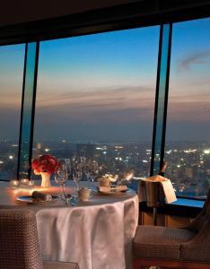 香格里拉台南遠東國際大飯店餐廳或用餐的地方