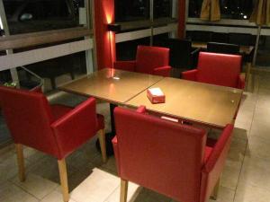 Un restaurant u otro lugar para comer en Hotel Llota Queens en Frias
