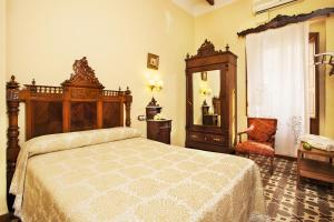 A bed or beds in a room at Casa Ca Olivares