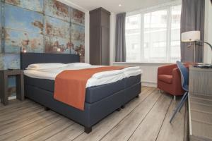 A bed or beds in a room at Thon Hotel Rotterdam City Centre