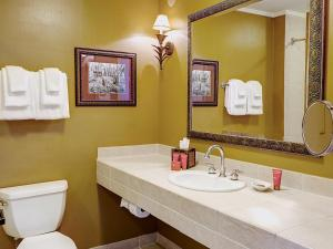 A bathroom at Bohemian Hotel Celebration, Autograph Collection