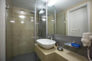 A bathroom at Atlantic Garden Resort