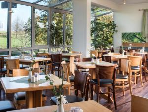 Ein Restaurant oder anderes Speiselokal in der Unterkunft ibis Hotel Eisenach