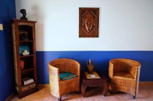 Een zitgedeelte bij Caribbean Chillout Apartments